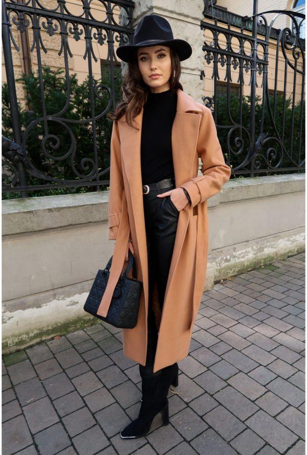 Wełniany płaszcz damski beżowy